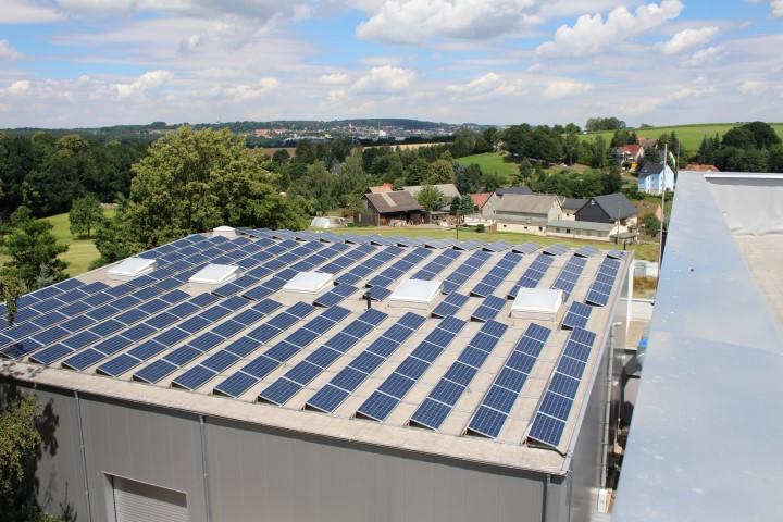 Projekt 1 – Anlage auf Industriebetrieb mit 200 kWp Heckert Solar – Modulen und SolarEdge – Technologie